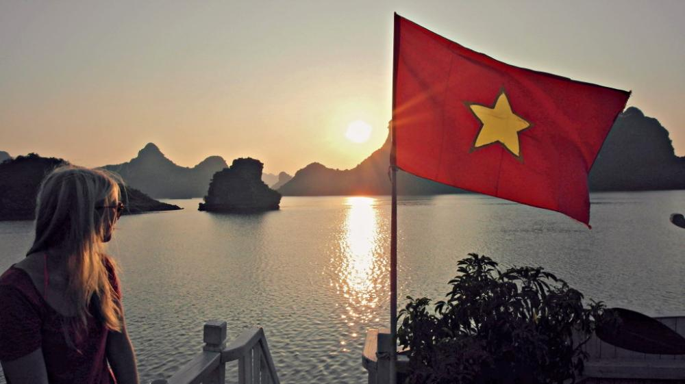 backpacking Vietnam Halong Bay cruise tour