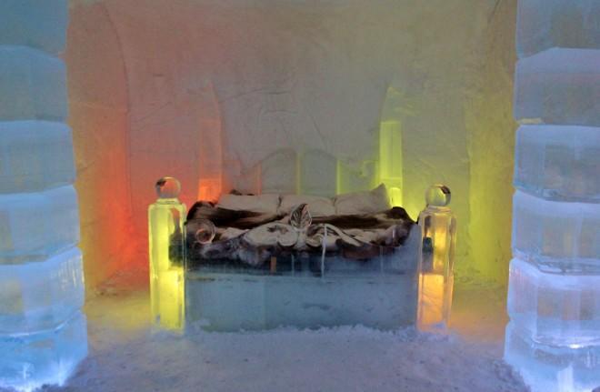 Honeymoon-suite-ice-igloo-hotel-