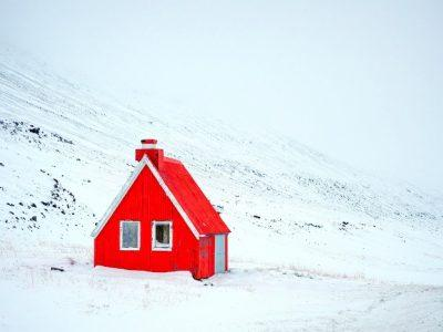 mountain-pass-cabin-iceland