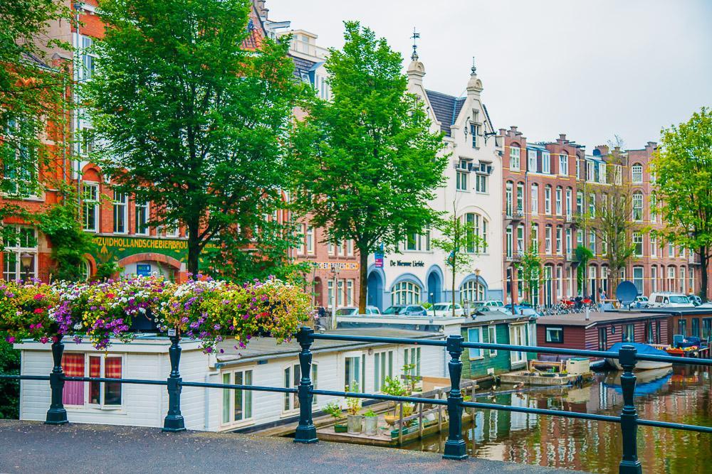 weekend amsterdam travel