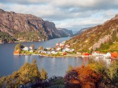 roligheten ana-sira norway in fall autumn