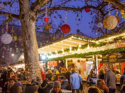 christmas market budapest Vörösmarty Square