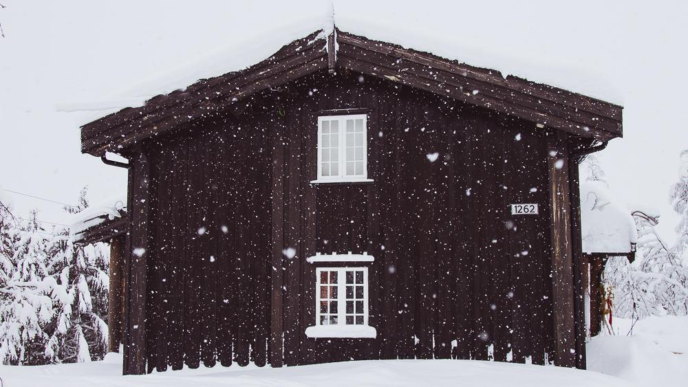 mountain cabin norway snow