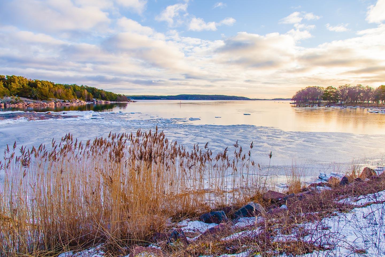 bomarsund frozen water view åland islands winter