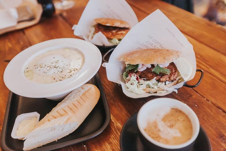 anita's sjømat sakrisøy lofoten cafe lunch