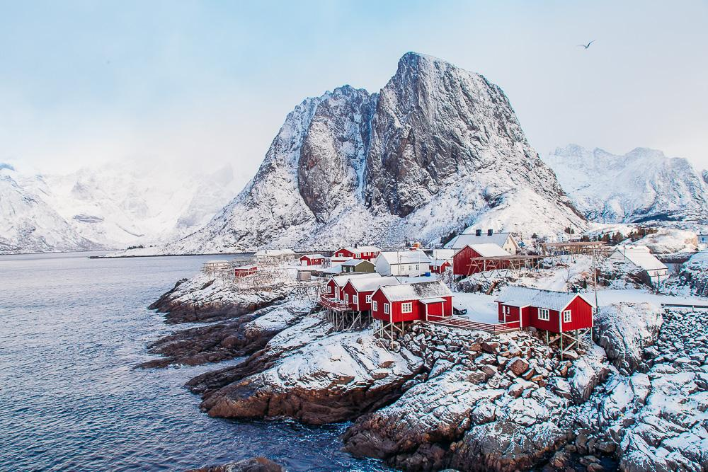 hamnøy lofoten reine winter snow march