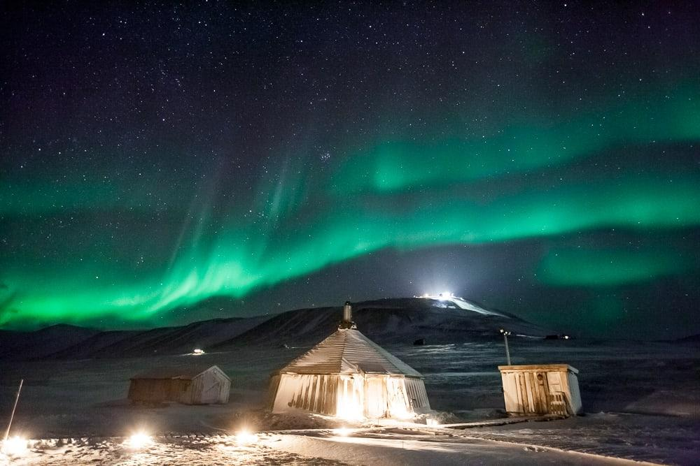 northern lights barentz camp svalbard