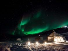 northern lights svalbard camp barentz