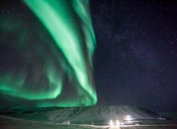 northern lights svalbard norway