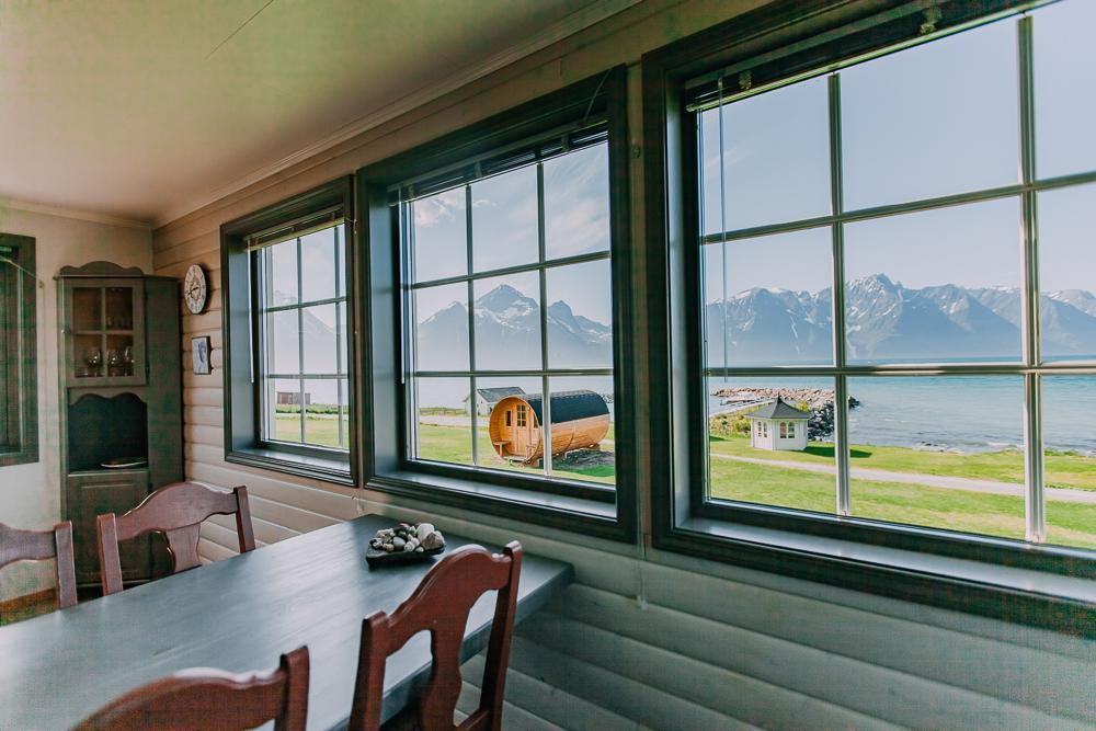fjord cabin lyngen north norway